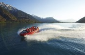 Discover the magic of Lake Brienz during a ride on the jetboat!